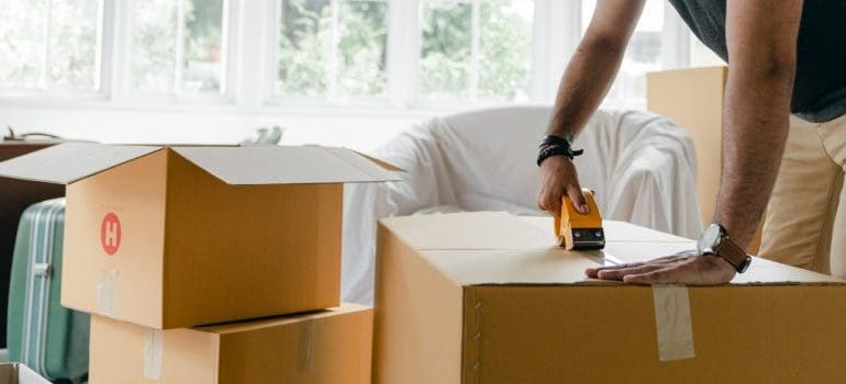 MAn packing boxes for move